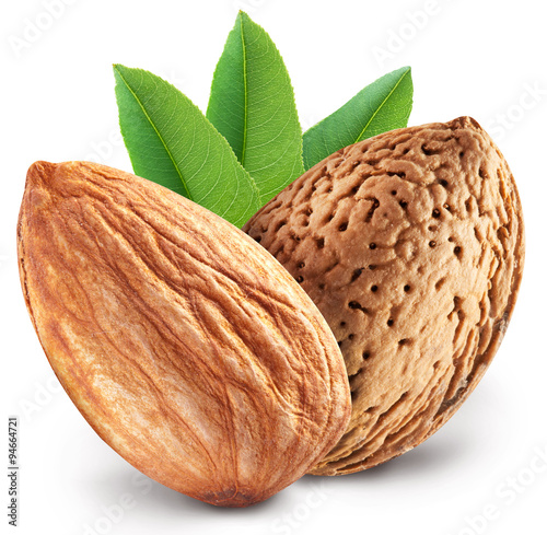 Photo Almond nuts with leaves.
