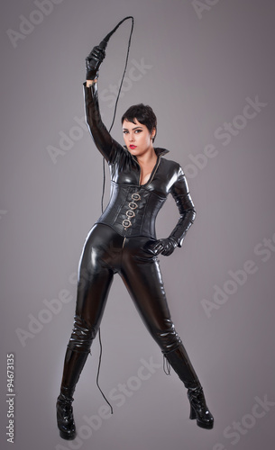 Valokuva catwoman / Beautiful woman in catwoman leather latex whith whip