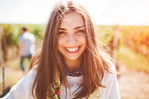 Fotografía  Smiling teenage girl outdoors on sunny day