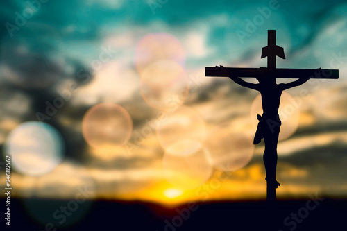Fotografía  Silhouette of Jesus with Cross over rainbow sunset concept for religion, worship