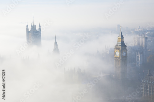 Foto auf Gartenposter London Heavy fog hits London
