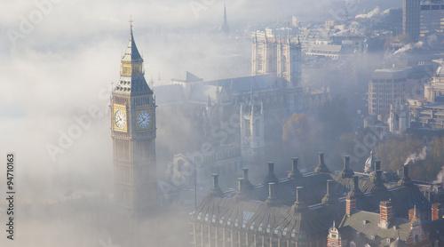 Heavy fog hits London #94710163