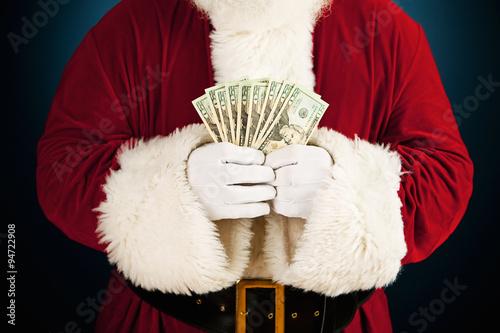 Fotografía  Santa: Santa Holding Fanned Out Cash