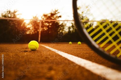 Balle de tennis et raquette Poster