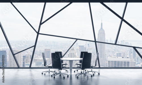 sala-konferencyjna-w-jasnej-wspolczesnej-panoramicznej-przestrzeni-biurowej-z-widokiem-na-nowy-jork-koncepcja-wysoce-profesjonalnych-uslug-finansowych-lub-prawnych-renderowanie-3d