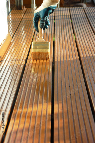Bangkirai Holzterrasse Wird Mit Ol Behandelt Buy This Stock Photo