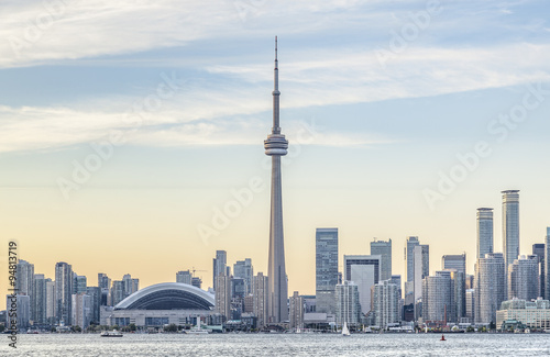Photo  Toronto skyline with the CN Tower apex at sunset.