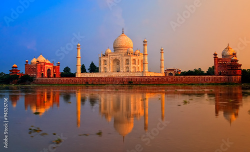 Spoed Foto op Canvas India Taj Mahal, Agra, India, on sunset
