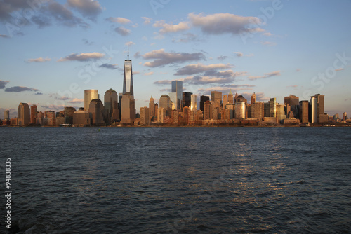 Panoramic view of New York City Skyline on water featuring One World Trade Center (1WTC), Freedom Tower, New York City, New York, USA, 03 Plakat