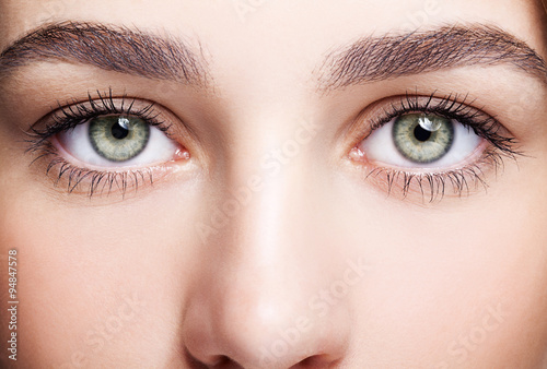Juliste  female eye zone and brows with day makeup