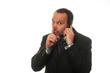 avvocato mentre parla al telefono e chiede silenzio