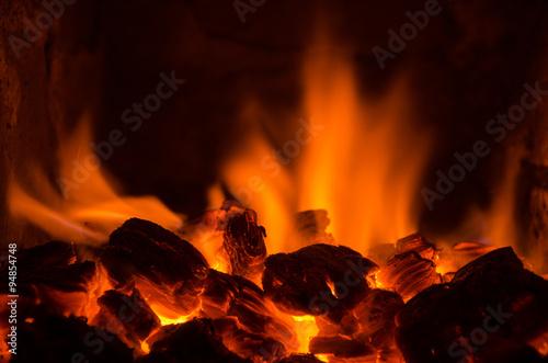 Fotografía Hot coals in the fire