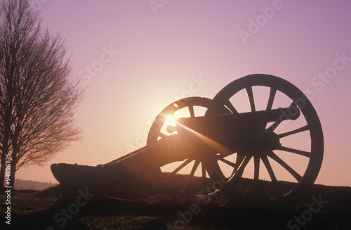 Fotografie, Obraz Cannons at the Revolutionary War National Park at sunrise, Valley Forge, PA