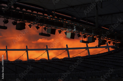 La pose en embrasure Stade de football Sunset over the stadium