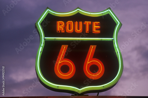 Tuinposter Route 66 A neon sign reading Route 66 in Barstow, California