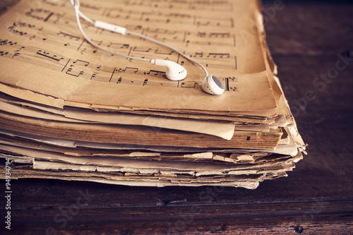 Zdjęcie XXL Muzyczni prześcieradła na drewnianym tle