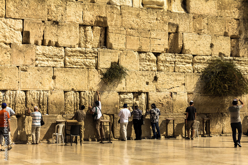 Fotobehang Midden Oosten Jewish worshipers pray at the Wailing Wall an important jewish religious site