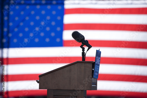 Fotografija Presidential speakers podium for Barack Obama at early vote for change rally Oct