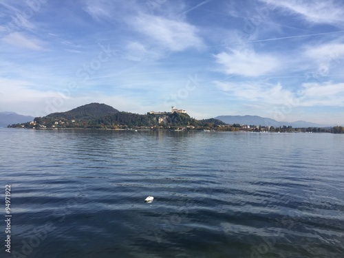 Fotografering  Rocca di Angera, Lago Maggiore, Italia