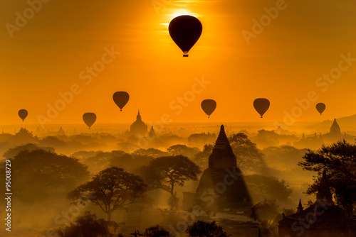 Papel de parede Silhouette of temples in Bagan, Myanmar