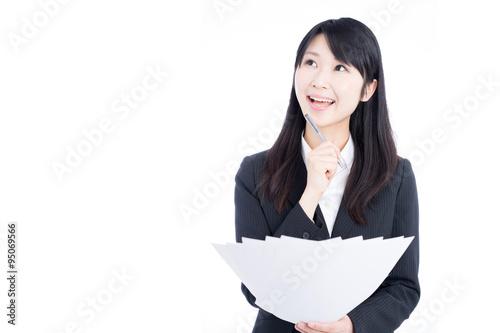 Photo  書類を持った女性