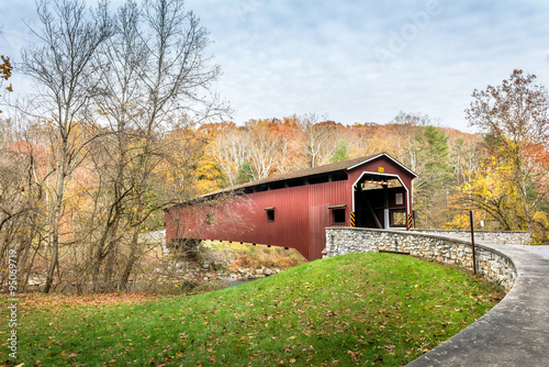 Slika na platnu Covered Bridge in Pennsylvania during Autumn