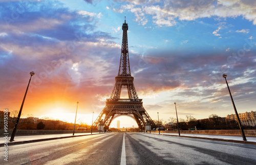 Tuinposter Eiffeltoren Sunrise in Paris, with Eiffel Tower