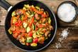 Gemüsepfanne mit frischem Gemüse ohne Fleisch