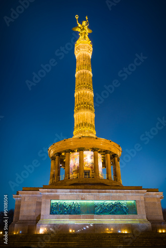 Photo  View of the Berlin Victory Column at Night