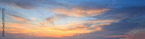 Photo Natural background panorama of the gold color sky , During the t