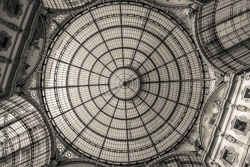 Cuadros en Lienzo Galleria Vittorio Emanuele dome Milan Italy - black and white photo