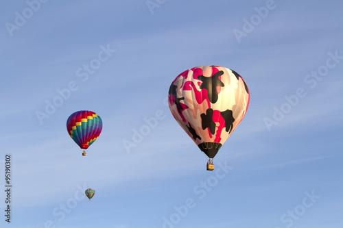 Poster Montgolfière / Dirigeable Three Hot Air Balloons