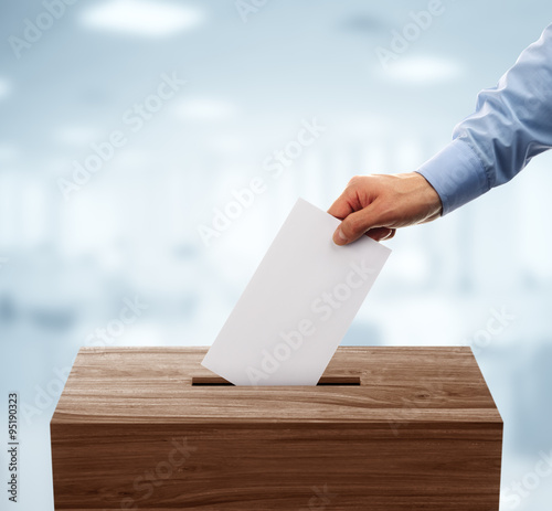 Valokuva  Voting slip and ballot box