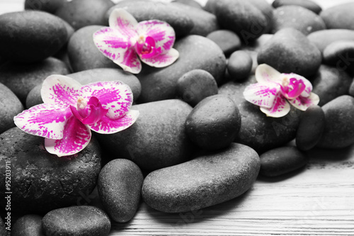Photo sur Toile Bestsellers Spa stones and orchids on wooden background