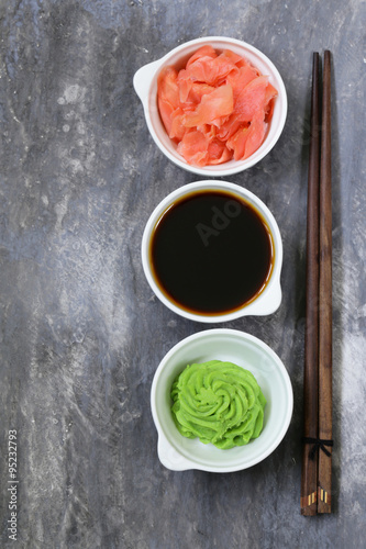 Photo Japanese wasabi sauce, soy sauce and pickled ginger