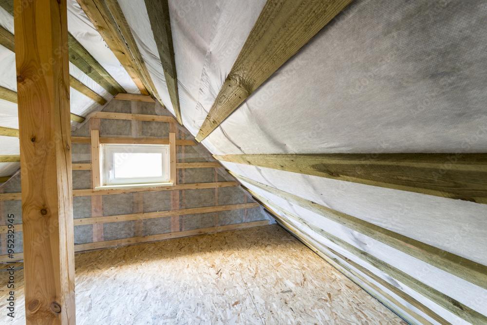 Dachboden Mit Dampfsperre Und Fenster Foto Poster Wandbilder Bei