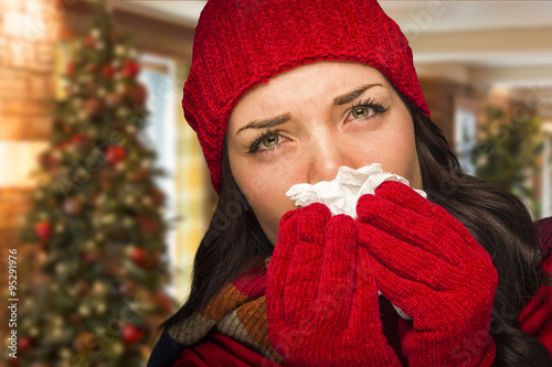 Fotografia  Sick Woman Blowing Her Nose With Tissue In Christmas Setting