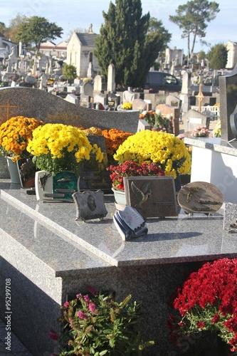 Keuken foto achterwand Begraafplaats Tombes fleuries au cimetière à la Toussaint