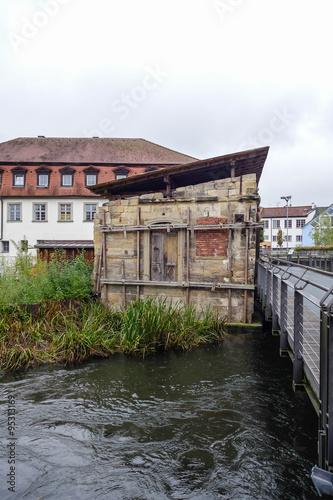 Fényképezés  Ruine im Fluss