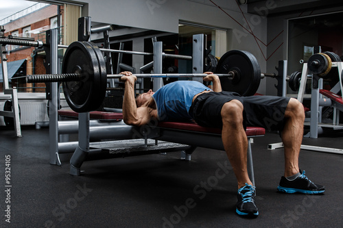 Man during bench press exercise Fotobehang