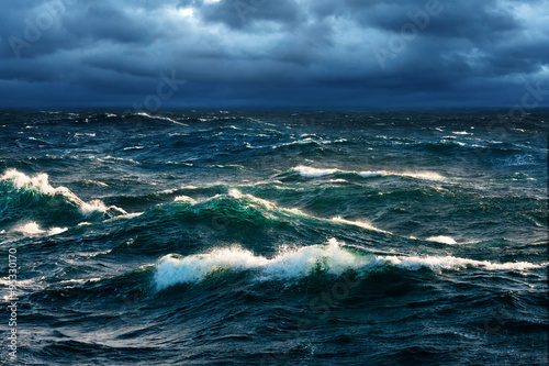 Spoed Fotobehang Water Breaking Waves at Rising Storm