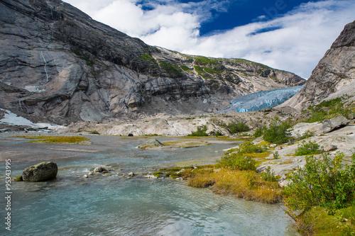 Poster Glaciers Blauer Gletscher mit See Nigardsbreen in Norwegen