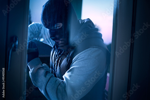 Fotomural  burglar with crowbar breaking into a house