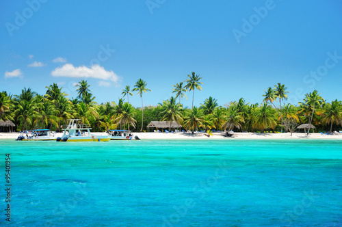 Foto op Plexiglas Caraïben Beautiful tropical beach and boats landscape