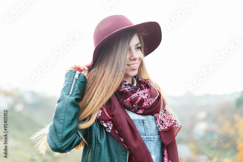 Poster Gypsy Beautiful stylish smiling girl in a hat and jacket