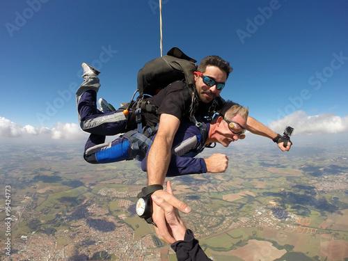 Spoed Foto op Canvas Luchtsport Skydiving tandem holding hands