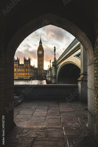Photo  Westminster palace and Big Ben in London at sunset