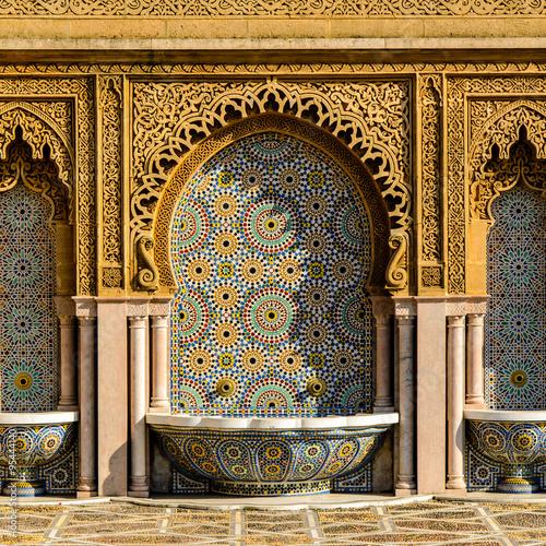 Poster Maroc Verzierter Brunnen in Marokko