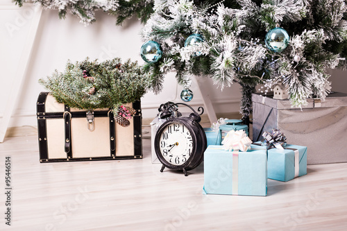 Photo  Christmas clock and fir tree