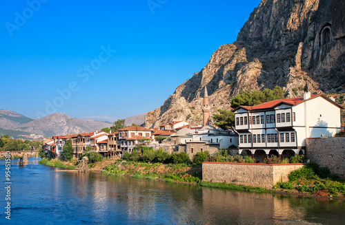 Poster Turquie Well preserved old ottoman architecture and Pontus kings tombs in Amasya, Turkey